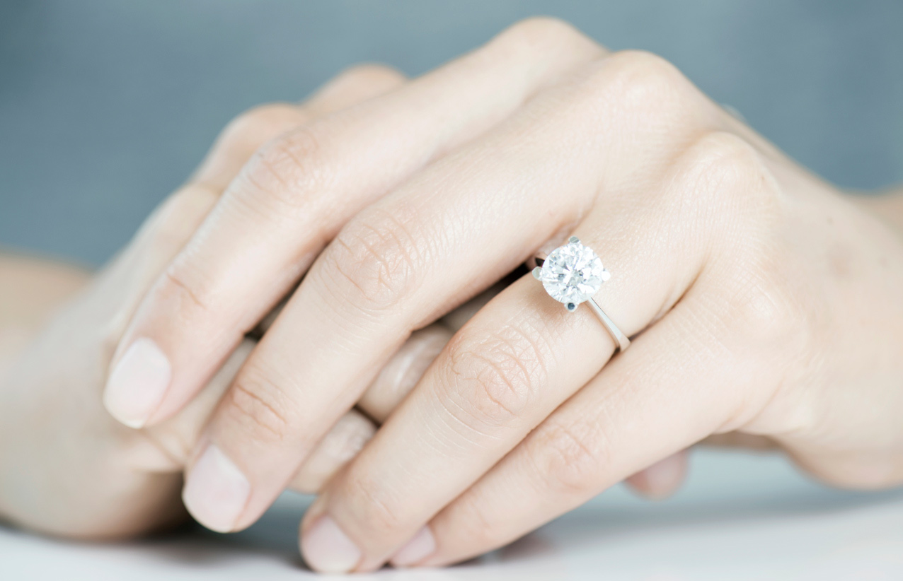 Buying your engagement ring at an online auction